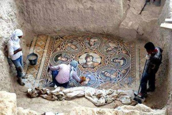کشف فرش ابرشم ایرانی بعداز 1400سال